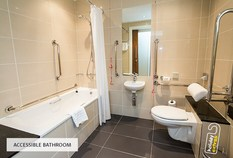 /imageLibrary/Images/5936 gatwick airport courtyard by marriott hotel accessible bathroom