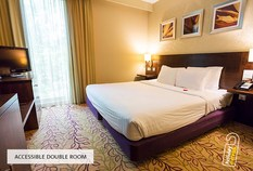 /imageLibrary/Images/5936 gatwick airport courtyard by marriott hotel accessible room