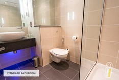 /imageLibrary/Images/5936 gatwick airport courtyard by marriott hotel standard bathroom