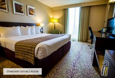 /imageLibrary/Images/5936 gatwick airport courtyard by marriott hotel standard double room