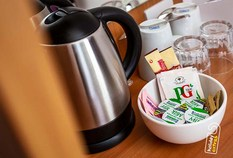 /imageLibrary/Images/5936 gatwick airport premier inn north room tea and coffee