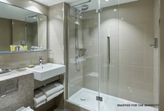 /imageLibrary/Images/85730 heathrow airport marriott hotel bathroom