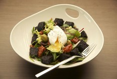 /imageLibrary/Images/edi hilton black puding salad