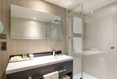 /imageLibrary/Images/heathrow hilton t4 standard bathroom