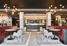 /imageLibrary/Images/lhr radisson bar wide.png