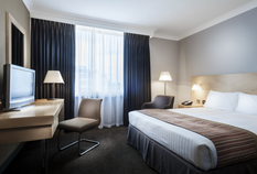 /imageLibrary/Images/lhr radisson standard double room.png