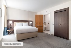 /imageLibrary/Images/5887 london gatwick hilton accessible bedroom