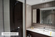 /imageLibrary/Images/5887 london gatwick hilton standard bathroom